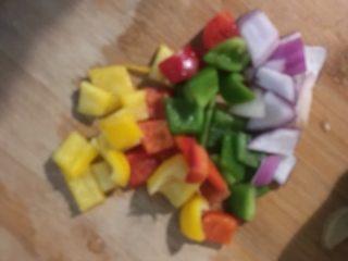 彩椒鸡丁,蔬菜切丁