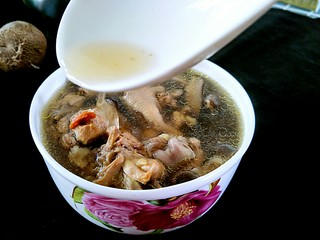 花菇炖鸡汤🐔,哈哈哈,香喷喷的鸡汤来啦。