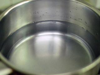 胡萝卜羊肉煲,准备好一锅水