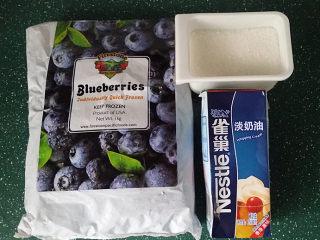 #百变水果# 蓝莓果酱奶油杯,备好食材
