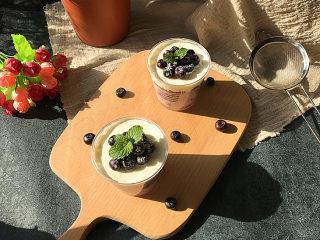 #百变水果# 蓝莓果酱奶油杯,吃时取出表面放些蓝莓