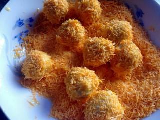 豆腐丸子,滚过蛋糊的丸子,裹上面包糠