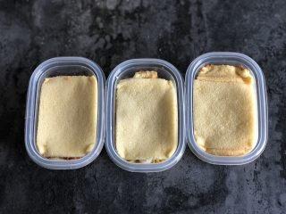 芋泥麻薯肉松盒子蛋糕,最后再盖上一层蛋糕