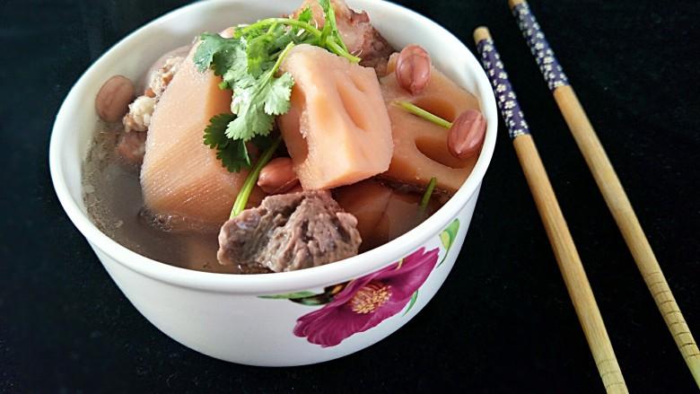 莲藕花生煲猪筒骨汤
