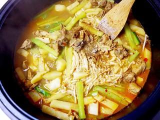 暖心鸡汤,再加入胡椒粉、花椒粉、盐;
