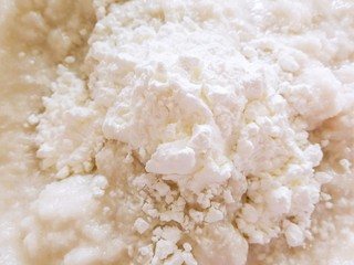 蒸藕粉~莲藕这样吃很妙,将莲藕泥到在碗里,加盐和玉米淀粉搅拌均匀
