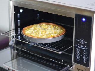 榴莲披萨,放入烤箱,200度上下火,烤至芝士融化即可