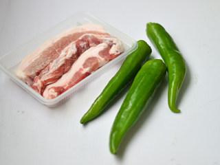 青椒酿肉,材料准备好