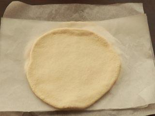 萨拉米培根玉米披萨,配方约为四份九寸模具的量,其余三份擀开,隔油纸放冰箱冷冻,随吃随取