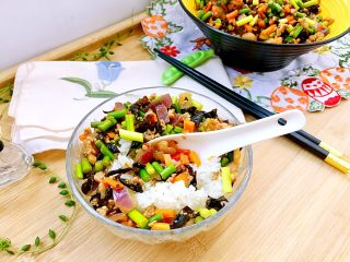 家常美味➕粒粒香蒜苔炒肉末,舀两勺在热乎乎的米饭上