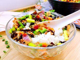 家常美味➕粒粒香蒜苔炒肉末,和米饭一起吃,好美😁