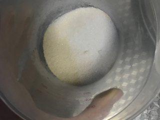 广式腊味萝卜糕,粘米粉,澄粉混合搅拌均匀