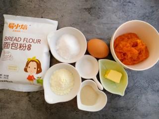 南瓜吐司,准备食材:高粉260克、鸡蛋一个、黄油20克、奶粉15克、酵母4克、盐2克、南瓜泥140克