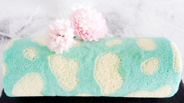 蓝天白云彩虹蛋糕卷