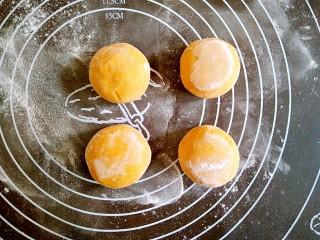 做饼+南瓜饼,收口朝下,团圆。