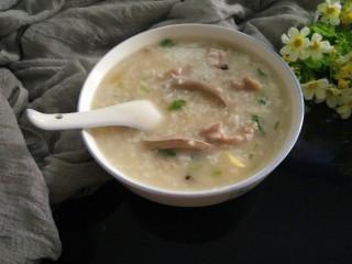 皮蛋瘦肉猪肝粥,早餐来一碗满足胃的需要!