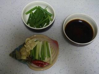 红烧带鱼🐠,准备好葱段姜片蒜瓣。