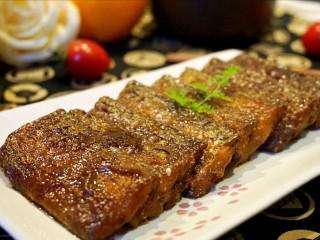 红烧带鱼🐠,装盘、盛米饭,就可以香香的享用。