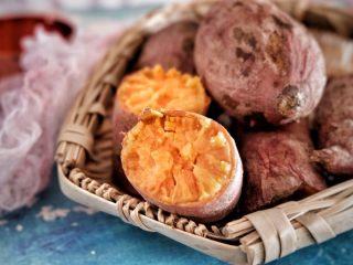 红薯芝麻脆饼,我选用的沙地蜜薯,这个品种非常好吃
