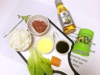 迷你汉堡🍔, 😍辅食分享【迷你汉堡】12m+ 食材:熟米饭、牛肉泥、酱油、蛋清、生菜、红萝卜、黑芝麻、黑芝麻牛油果油