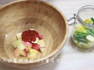 快手版泡菜,拌入适量的泡菜调味酱(一定要少量多次加入)