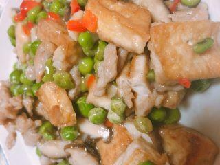 豌豆香菇豆腐,美味可口的豌豆香菇豆腐就做好了
