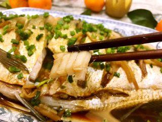 清蒸鳊鱼,咬上一口,肉质非常细嫩鲜美😋