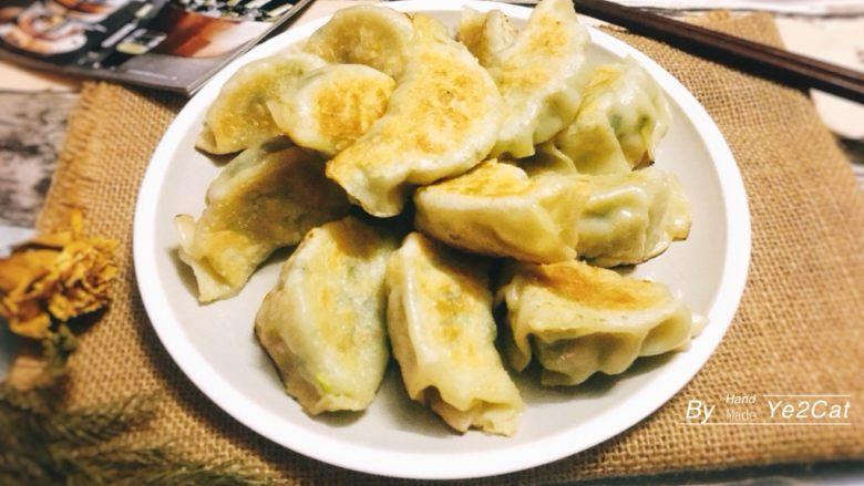 日式煎饺 香甜可口,盛盘…