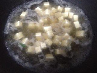 豆腐菠菜汤,豆腐绰水