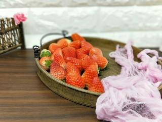 百变水果+宝宝餐-零添加草莓罐头,新鲜草莓,无坏,无烂。