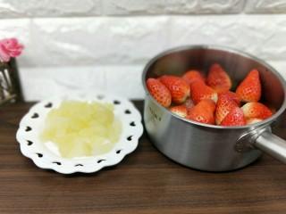 百变水果+宝宝餐-零添加草莓罐头,准备工作完成。