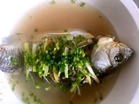 简单的至味:清蒸鲫鱼汤