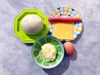 创意料理の马苏里拉奶酪芝士馒丁水果挞,首先我们准备好所有材料
