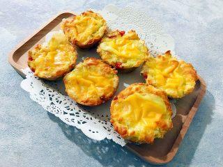 创意料理の马苏里拉奶酪芝士馒丁水果挞,由于是不沾烤盘,所以很容易就取出了