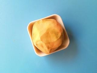#改善便秘食谱#苹果红薯羹,红薯洗净去皮