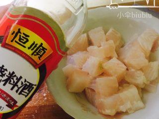 美味番茄龙利鱼(快手菜),再加入适量料酒~