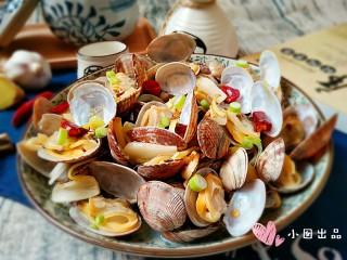 酒蒸蛤蜊――快手复刻美味,出锅后可以趁热撒点儿细葱花~