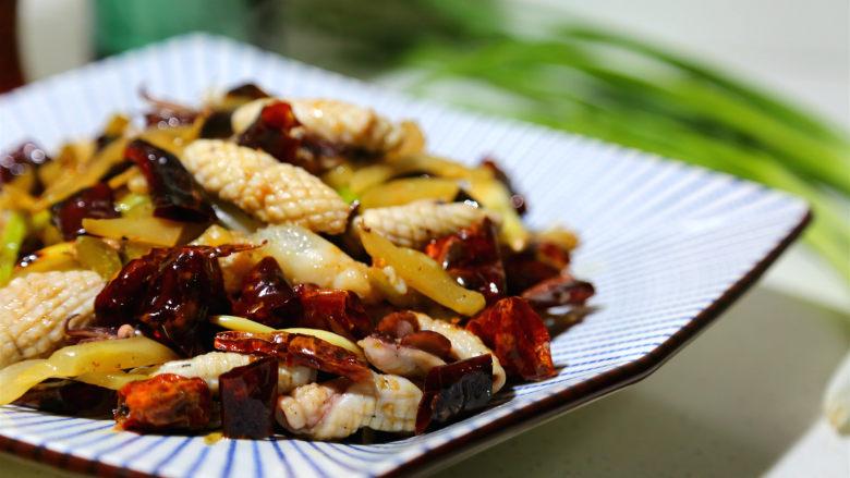 麻辣鲜香小鱿鱼,起锅了,鲜香麻辣爽口。