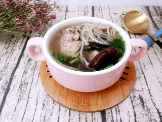 三鲜菌菇鸡汤,冬天暖身暖胃
