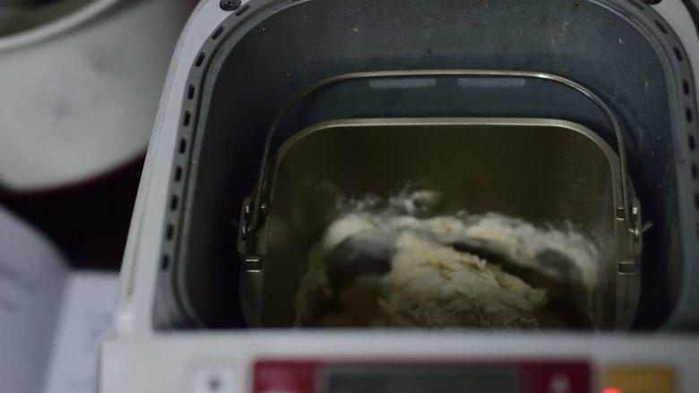 铸铁锅基础披萨,开一个和面流程(15分钟左右)。