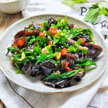 健康营养芹菜叶醋拌木耳