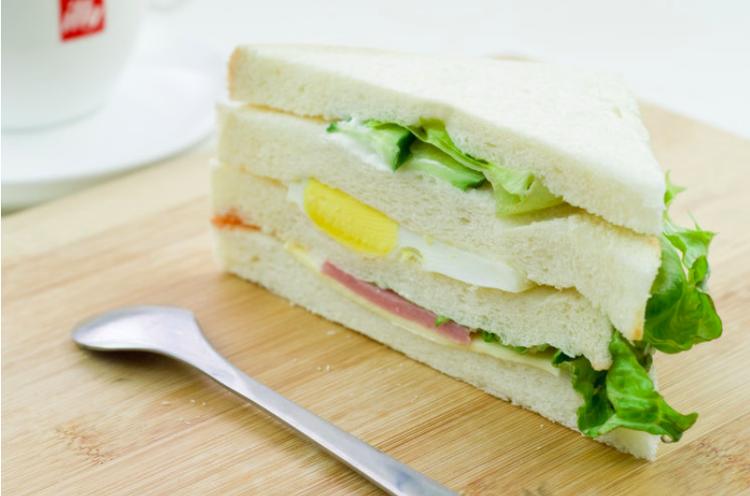 早餐佳品鸡蛋三明治!