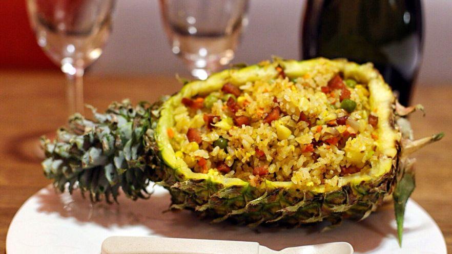 五彩斑斓菠萝饭