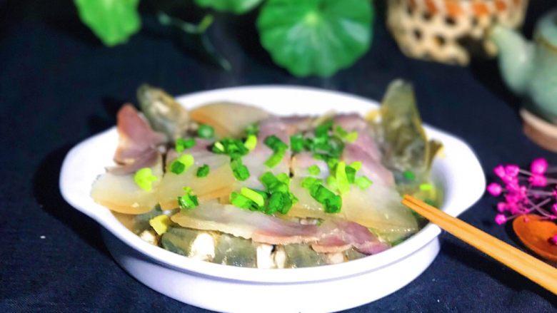 咸肉蒸黄斑泥鳅,晚上拍照有点模糊,但是好吃最重要是不是?😋🤤