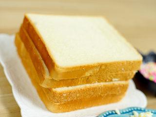 彩虹吐司制作图文详细教程, 自己动手做爆款高颜值网红小吃,首先,我们需要的材料当然是就是吐司啦,吐司可以自己做,也可以面包店买哟~