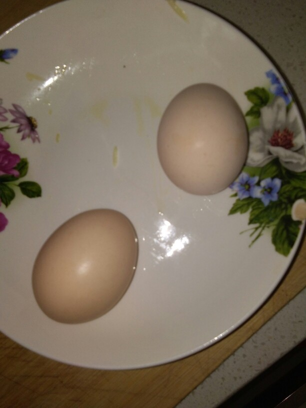 西葫芦煎饼,准备好两枚<a style='color:red;display:inline-block;' href='/shicai/ 9'>鸡蛋</a>。
