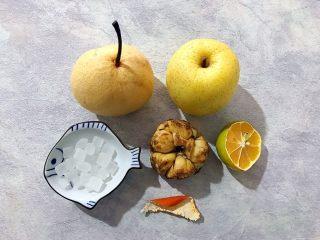 百变水果~鲜百合果皮苹果蜜梨甜汤,首先我们准备好所有食材