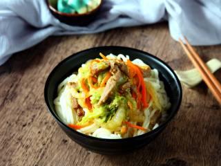 白菜肉丝面, 把炒好的卤浇在面上即可