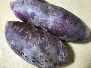 紫薯辫子面包,取400克以上紫薯。