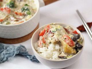 浓郁味香的【培根奶油炖菜】,可以配米饭当菜吃
